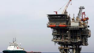 Une plate-forme gazière israélienne, contrôlée par un groupe énergétique américano-israélien, en mer Méditerranée à l'ouest de la ville portuaire d'Ashdod en Israël, le 25 février 2013.