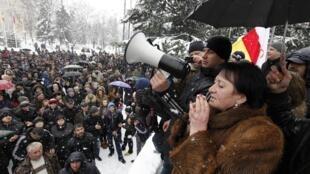 Алла Джиоева на митинге своих сторонников в Цхинвали 29/11/2011
