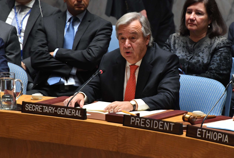 លោកអាន់តូនីញ៉ូ ហ្គូទែរស៍ ( Antonio Guterres) អគ្គលេខាធិការអ.ស.ប នៅក្នុងកិច្ចប្រជុំក្រុមប្រឹក្សាសន្តិសុខ ស្តីពីវិបត្តិរ៉ូហ៊ីងយ៉ា ក្រុងញូវយ៉ក ថ្ងៃទី២៨ តុលា ២០១៧