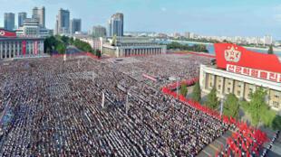 Người dân Bắc Triều Tiên tập trung ngày 09/08/2017 trên quảng trường Kim Nhật Thành ở Bình Nhưỡng để ủng hộ chính phủ. Ảnh do KCNA cung cấp.