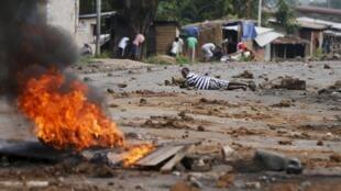 Les hostilités ont repris entre les jeunes et la police à Bujumbura, au Burundi, le 20 mai 2015.