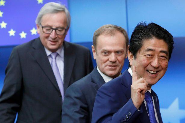 日本首相安倍晉三與 歐洲理事會主席圖斯克、歐盟委員會主席容克會面資料圖片