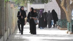 En Jordanie, une femme ne peut transmettre sa nationalité à son enfant si elle est mariée à un étranger.