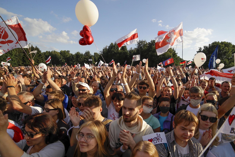 Près de 35 000 personnes se sont rassemblées à Minsk pour apporter leur soutien à la candidate Svetlana Tikhanovskaïa le 30 juillet 2020.