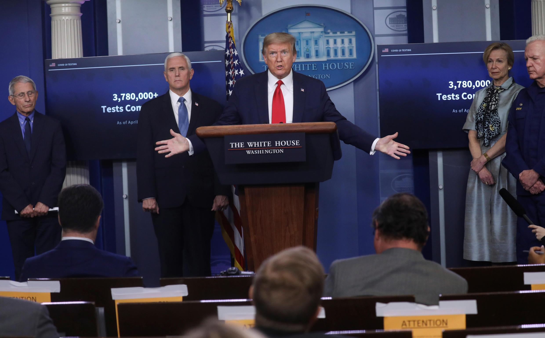 Tổng thống Trump trong cuộc họp báo hàng ngày về dịch Covid-19. Ảnh chụp ngày 17/04/2020.