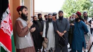 Les autorités afghanes ont commencé à libérer 400 prisonniers talibans en vue d'un accord de paix.