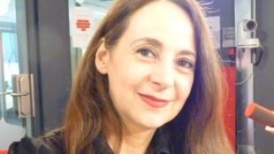 Mariana Cuevas de Chaunac Lanzac en los estudios de RFI en París