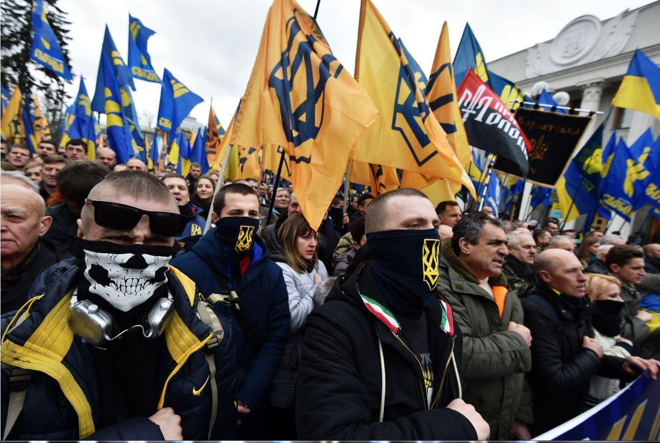Активисты «Свободы», «Правого сектора» и «Национального корпуса» на совместном марше в Киеве, 22 февраля 2017 г.