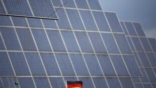 德國一建築上的太陽能板(資料圖片)