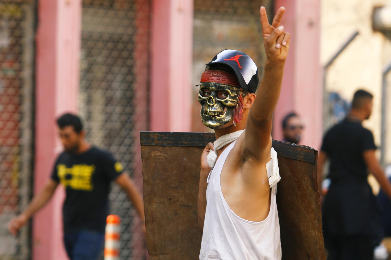 تظاهرات معترضین به حکومت عراق و درگیری آنان با نیروهای امنیتی در روز یکشنبه ۱۰ نوامبر / ۱۷ آبان ۲۰۱۹ در بغداد