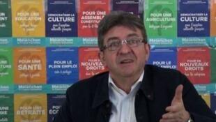 Dans une vidéo postée sur YouTube le  28 avril 2017 le candidat de la France Insoumise, Jean-Luc Mélenchon, a confirmé son refus de donner une consigne de vote pour le second tour de la présidentielle,
