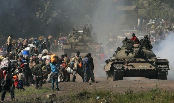 Maelfu ya wananchi wa Jamhuri ya Kidemokrasia ya Congo DRC wakikimbia mapigano yanaendelea kuchacha Mashariki mwa nchi hiyo