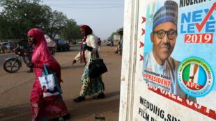 Une affiche de campagne pour le président Muhammadu Buhai, à Daura, dans le nord du Nigeria, le 16 février 2019.