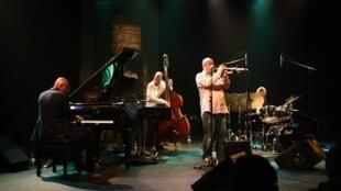 Stephane Belmondo Quartet sur la scène du Gèsus à Montréal