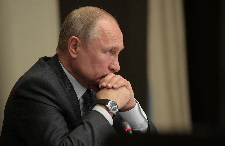 Владимир Путин подписал закон, позволяющий признать любого «иностранным агентом»