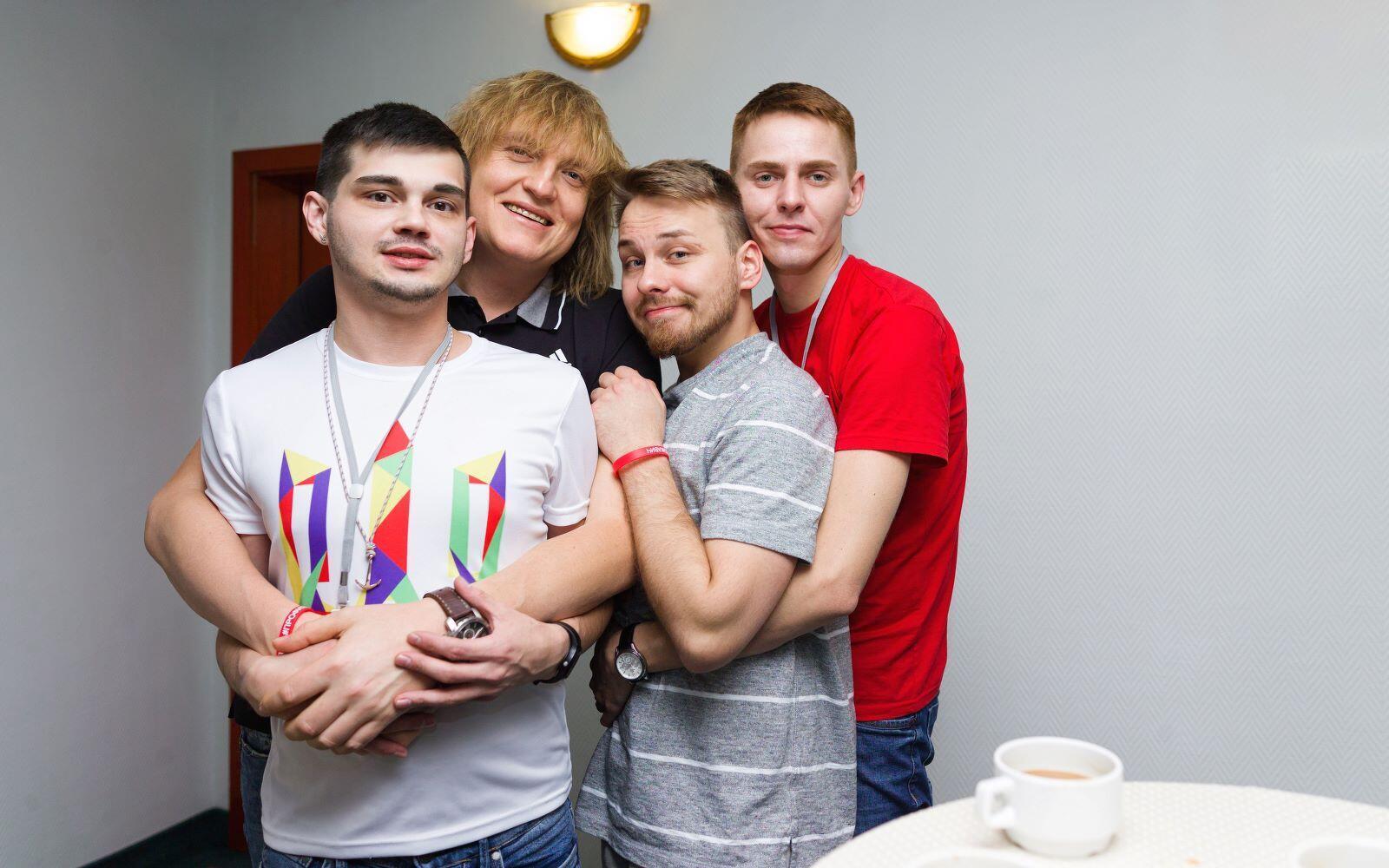 Виталий Коротких (слева) с Евгением Писемским и другими активистами