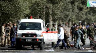 Les forces de l'ordre et les secours sur le lieu d'un attentat le 17 septembre 2019 à Kaboul.