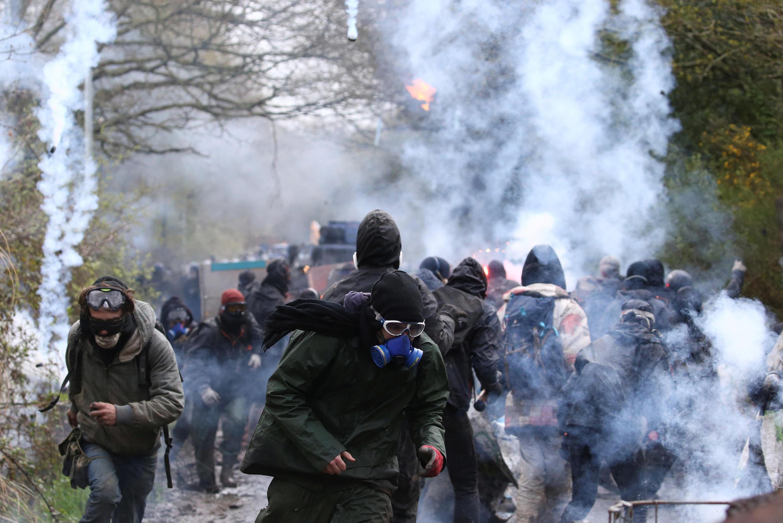 Affrontement entre les «zadistes» et les gendarmes à Notre-Dame-des-Landes mardi 10 avril 2018.
