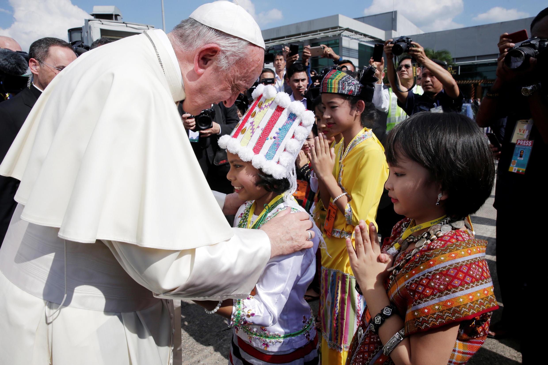 Chegada do papa Francisco a Rangum, capital econômica de Mianmar nesta segunda-feria 27 de novembro de 2017.