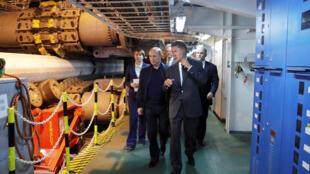 Vladimir Poutine le 23 juin à bord du navire qui pose les tuyaux à deux kilomètres de profondeur du projet TurkStream.