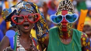 Torcedores da República Democrática do Congo assistem jogo contra Gana na CAN.