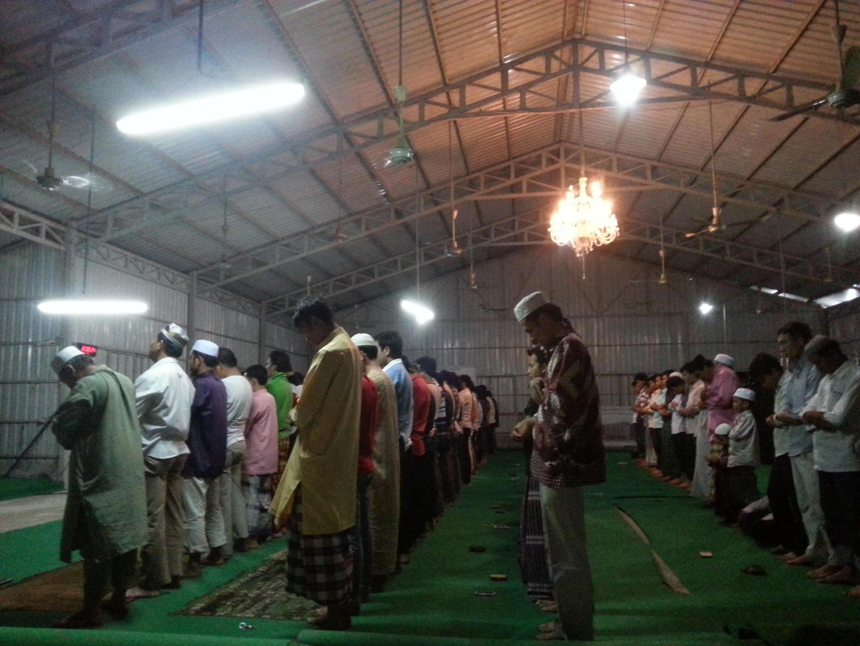 Musulmi suna ibada a watan Azumi