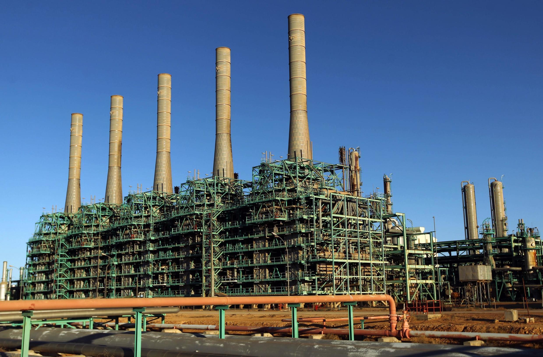 Une raffinerie de pétrole dans la ville de Ras Lanuf, au nord de la Libye, le 11 janvier 2017.