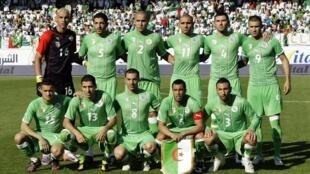 L'équipe nationale d'Algérie lors du match amical contre les Emirats arabes unis à Fürth en Allemagne, le 5 juin 2010.