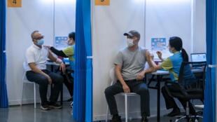 Hong Kong lanzó este viernes su campaña de vacunación contra el covid-19