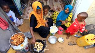 2020-04-24T000000Z_783632603_RC25BG9CVJCF_RTRMADP_3_HEALTH-CORONAVIRUS-RAMADAN-SOMALIA