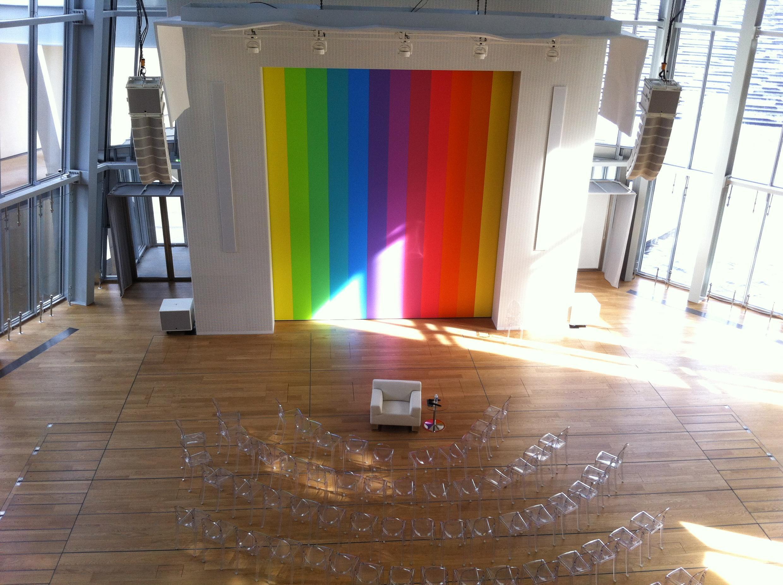 L'auditorium de la Fondation Louis Vuitton avec l'oeuvre d'Ellsworth Kelly, Spectrum VIII, 2014.
