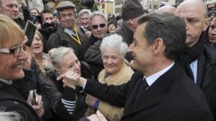 Nicolas Sarkozy, agora candidato à reeleição, durante visita nesta quinta-feira a Annecy, nos Alpes franceses.