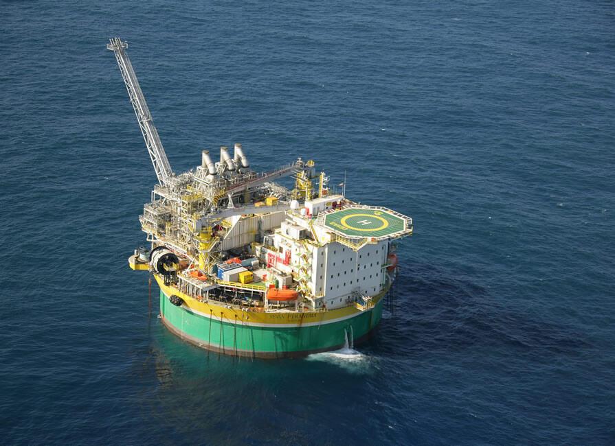 Petróleo: conjunção de fatores internacionais derrubam o preço.