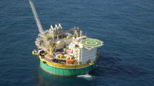 Extração de petróleo na plataforma Sevan Piranema, na Bacia Sergipe-Alagoas.