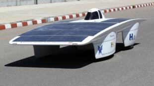Des étudiants iraniens ont construit un prototype de véhicule solaire pouvant rouler à 110 km/h.