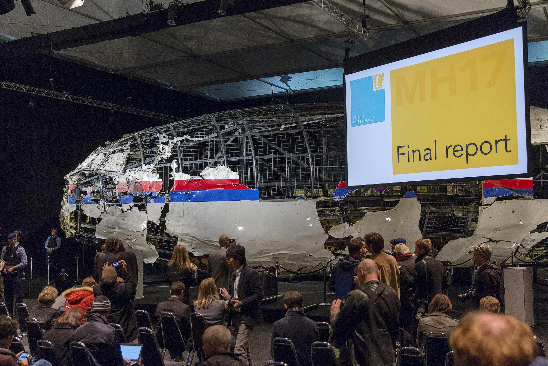 Họp báo tại Hà Lan ngày 13/10/2015 về điều tra vụ máy bay MH17 bị bắn rơi.