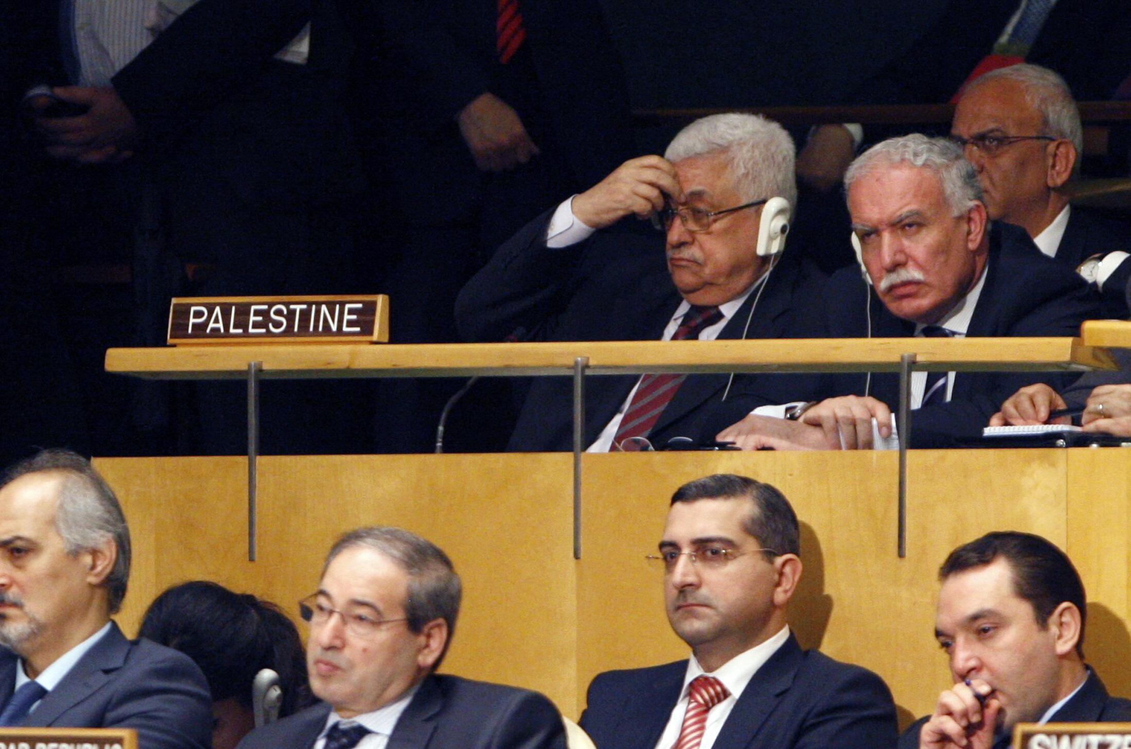Tổng thống Palestine Mahmoud Abbas nghe tổng thống Mỹ Barack Obama đọc diễn văn tại Đại hội đồng Liên Hiệp Quốc, khóa 66, New York, 21/09/2011