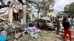 Atentado com carro-bomba faz seis mortos em Mogadíscio, Somália.