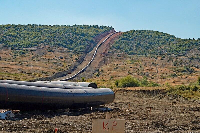 La construction du Trans Adriatic Pipeline à l'ouest de Korçë, en Albanie.