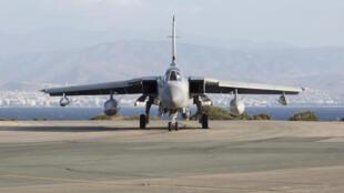 Un avion de combat de la Royal Air Force sur la base de Chypre, le 3 décembre 2015. Le Royaume-Uni est le dernier venu parmi les membres de la coalition internationale engagés dans des raids aériens en Syrie.