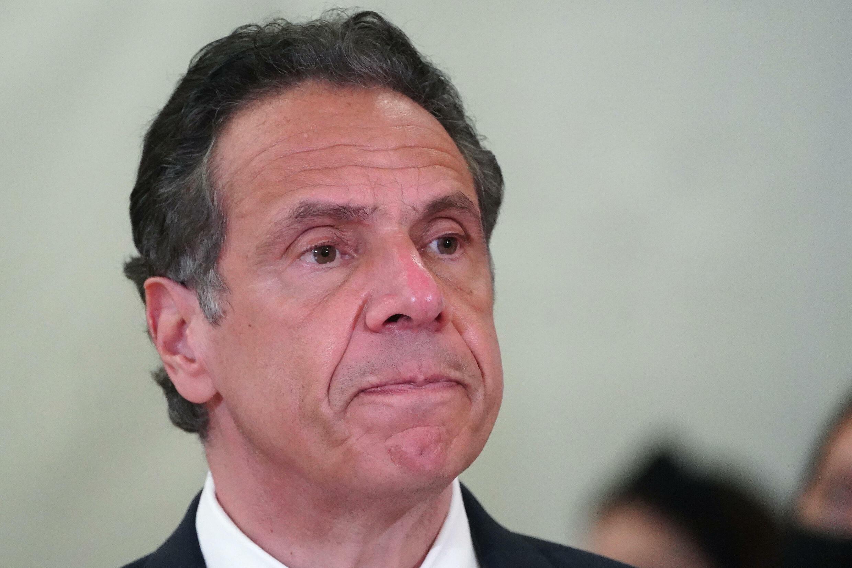 """""""He sido demasiado familiar con la gente"""", dijo el gobernador de Nueva York, Andrew Cuomo. """"Abrazo y beso a la gente casualmente, a las mujeres y a los hombres. Lo he hecho toda mi vida""""."""