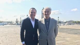 João Doria e Jacques Attali neste sábado (2) na Praça da Concórdia, em Paris.