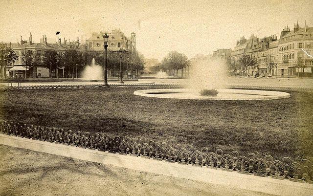 Đại lộ Champs-Elysées, Paris. Ảnh chụp năm 1880.