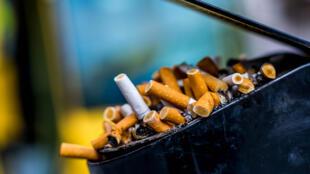 中國有吸煙者超過3億,7.4億非吸煙者遭受二手煙危害,其中13歲至18歲青少年吸煙率為11.5%。