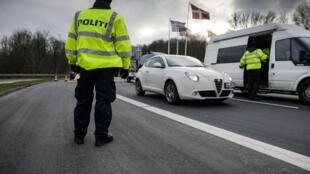 瑞典警方在公路上加强管制难民进出