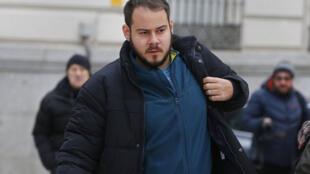 Pablo Rivadulla Duró, conocido artísticamente como Pablo Hasél, en 2018, a su llegada al Tribunal de Madrid.