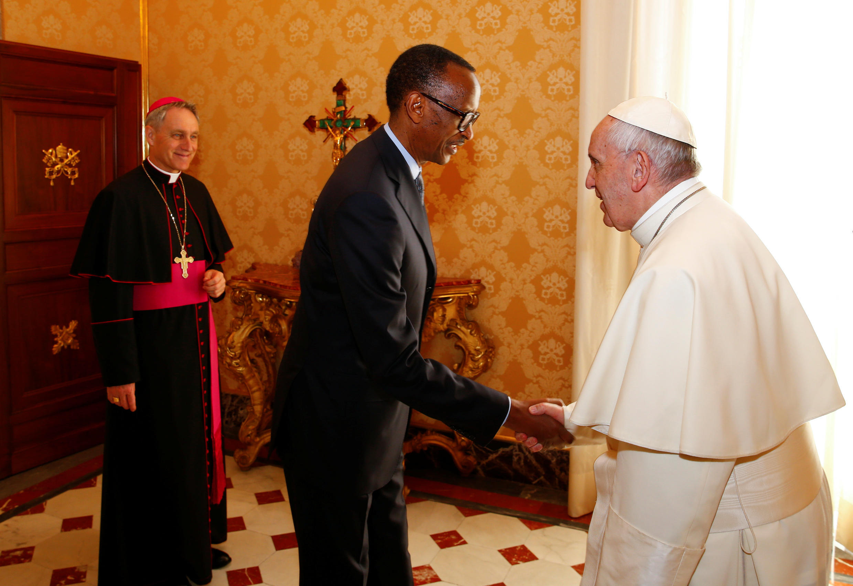 Rais wa Rwanda Paul Kagame akikutana na Papa Francis, Jumatatu hii, Machi 20, 2017, mjini Vatican.