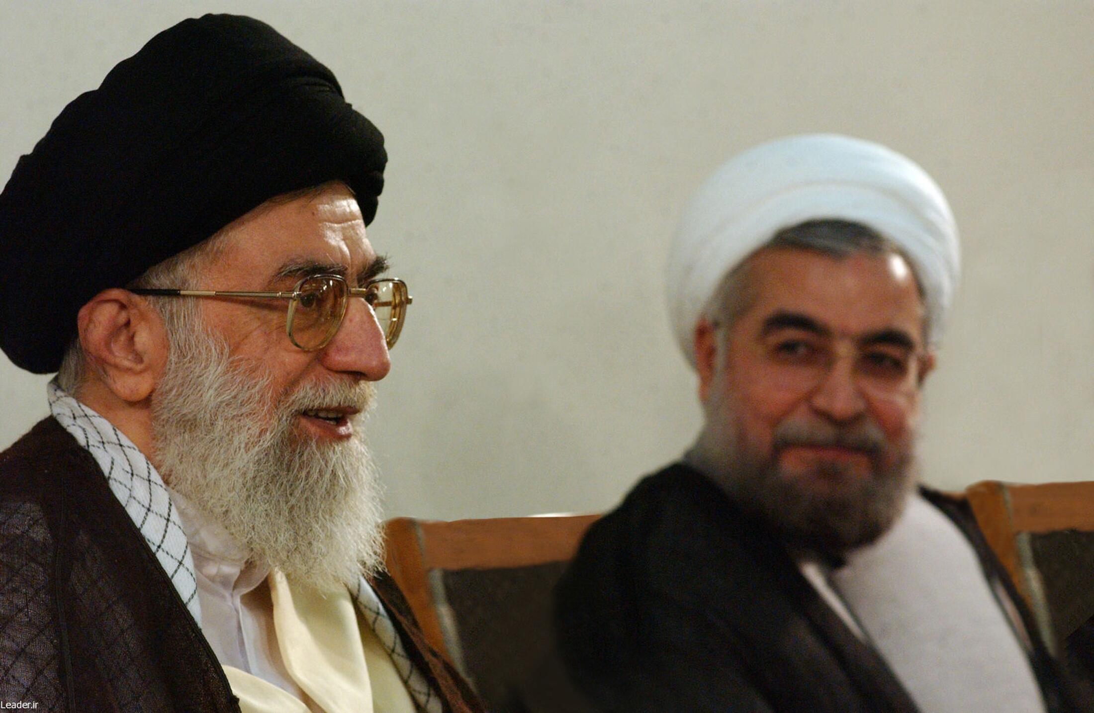 El líder supremo, Ali Jamenei (a la izquierda), junto a Hassan Rohani, el 16 de junio de 2013 en Teherán.