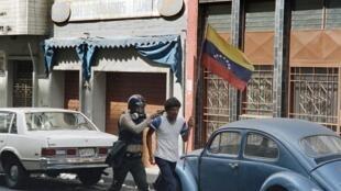 شورش فوریۀ ۱۹۸۹ در کاراکاس در اعتراض به گرانی و اصلاحات اقتصادی که ارتش آن را سرکوب کرد