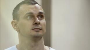 Отбывающий 20-летний тюремный срок по обвинению в терроризме Олег Сенцов объявил в колонии бессрочную голодовку